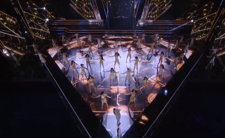 45 thí sinh đồng diễn mở màn cùng ca sĩ Thu Minh-3