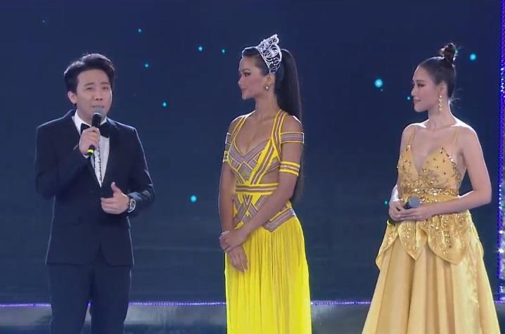 Đương kim hoa hậu HHen Niê xuất hiện trên sân khấu giao lưu-1