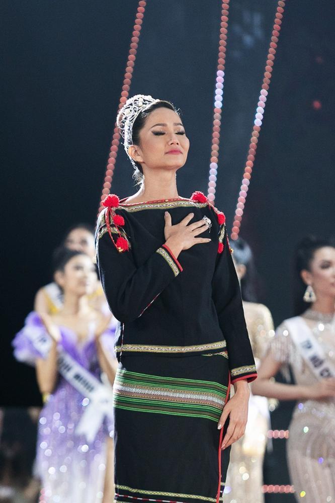 HHen Niê tâm sự xúc động ngay sau khi kết thúc nhiệm kỳ Hoa hậu Hoàn vũ Việt Nam-2