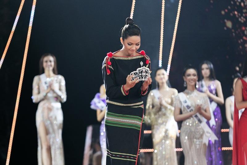 HHen Niê tâm sự xúc động ngay sau khi kết thúc nhiệm kỳ Hoa hậu Hoàn vũ Việt Nam-3