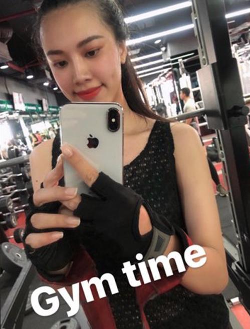 Nhan sắc ít son phấn của top 3 Hoa hậu Hoàn vũ Việt Nam-6