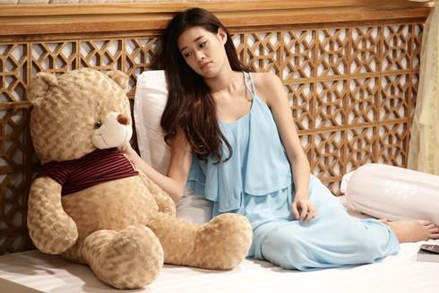 Tân Hoa hậu Hoàn vũ Khánh Vân từng đóng phim cùng Trương Thế Vinh với hình ảnh cực kì gợi cảm-1