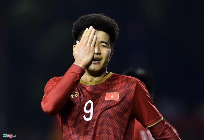 Tóc xoăn tít của Đức Chinh thành trend mới sau chiến thắng Campuchia-4