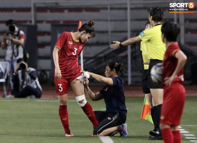 Thắng thuyết phục Thái Lan, hình ảnh cầu thủ nữ Việt Nam rách đùi, chân băng chằng chịt làm fans xót xa-3