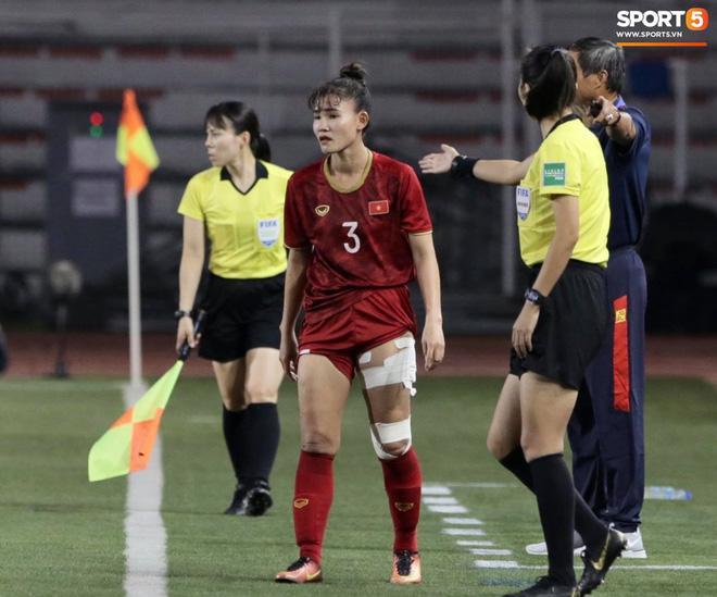 Thắng thuyết phục Thái Lan, hình ảnh cầu thủ nữ Việt Nam rách đùi, chân băng chằng chịt làm fans xót xa-2