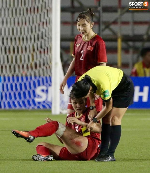 Thắng thuyết phục Thái Lan, hình ảnh cầu thủ nữ Việt Nam rách đùi, chân băng chằng chịt làm fans xót xa-1