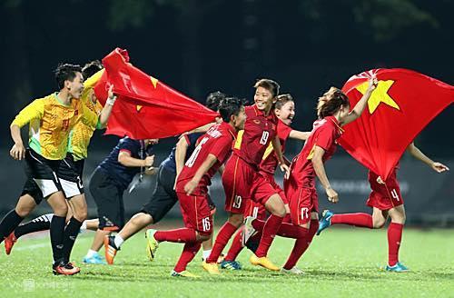 Dàn sao Việt tưng bừng ăn mừng chức vô địch SEA Games của tuyển bóng đá nữ Việt Nam-2
