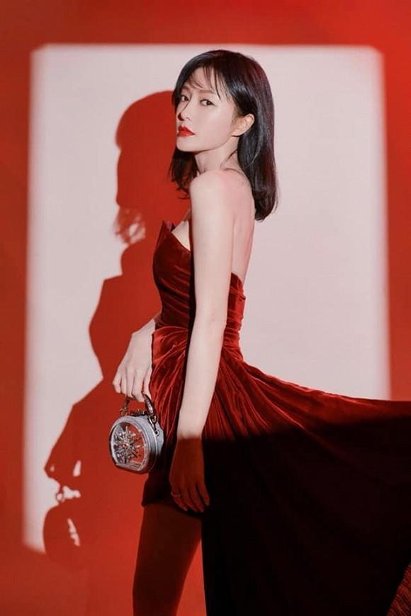 Bất chấp tiết trời giá lạnh, Phú Sát Hoàng hậu Tần Lam vẫn gợi cảm hết nấc-1