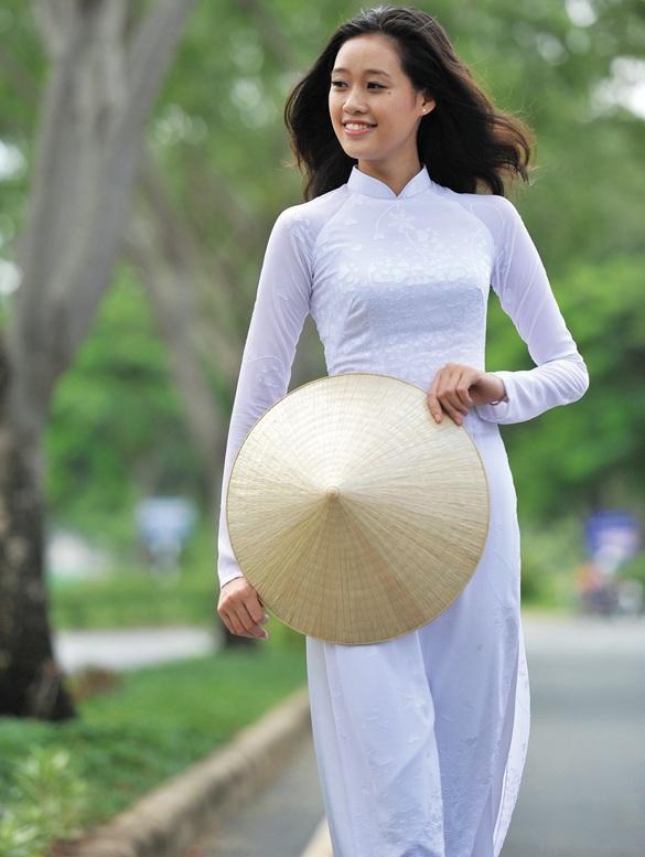 Thắng giải áo dài tại liên tiếp 3 cuộc thi nhan sắc, hoa hậu Khánh Vân diện Quốc phục Việt đẹp tới cỡ nào?-4