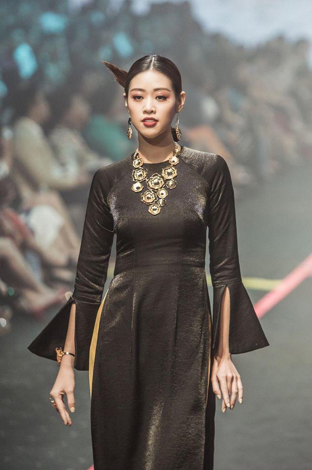 Thắng giải áo dài tại liên tiếp 3 cuộc thi nhan sắc, hoa hậu Khánh Vân diện Quốc phục Việt đẹp tới cỡ nào?-15
