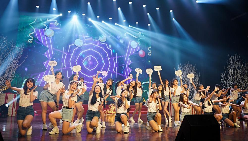 Fan nhóm nhạc SGO48 Việt Nam: Bao cả tầng lầu để được đập tay thần tượng, cuồng không kém fan Kpop-1