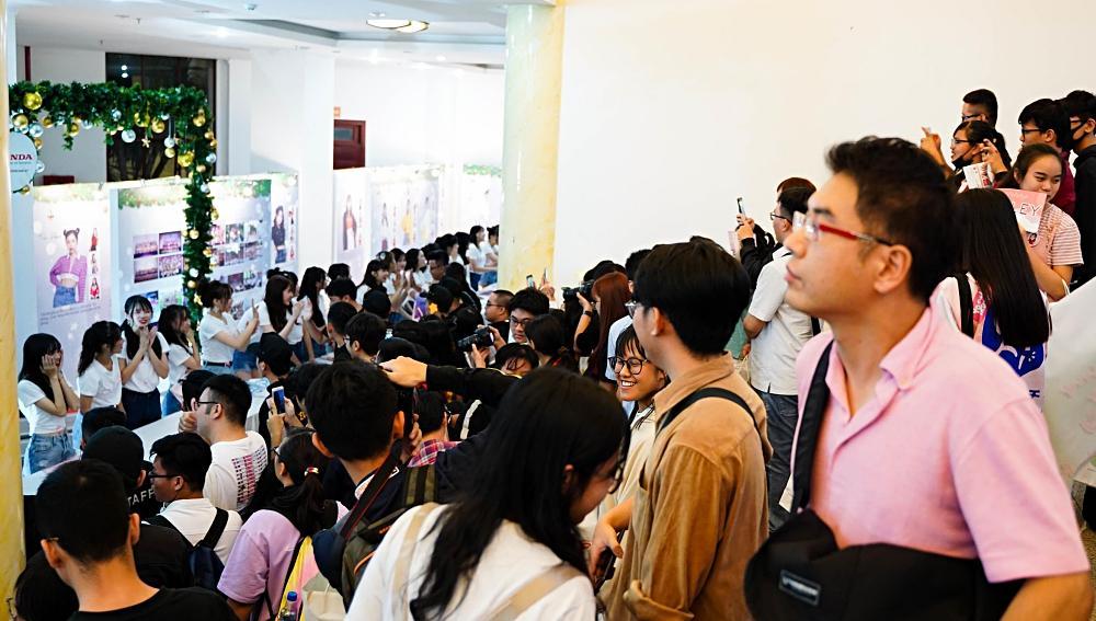 Fan nhóm nhạc SGO48 Việt Nam: Bao cả tầng lầu để được đập tay thần tượng, cuồng không kém fan Kpop-6