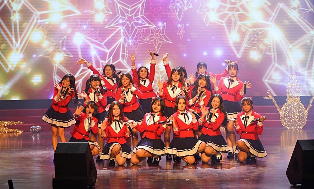 Fan nhóm nhạc SGO48 Việt Nam: Bao cả tầng lầu để được đập tay thần tượng, cuồng không kém fan Kpop-3