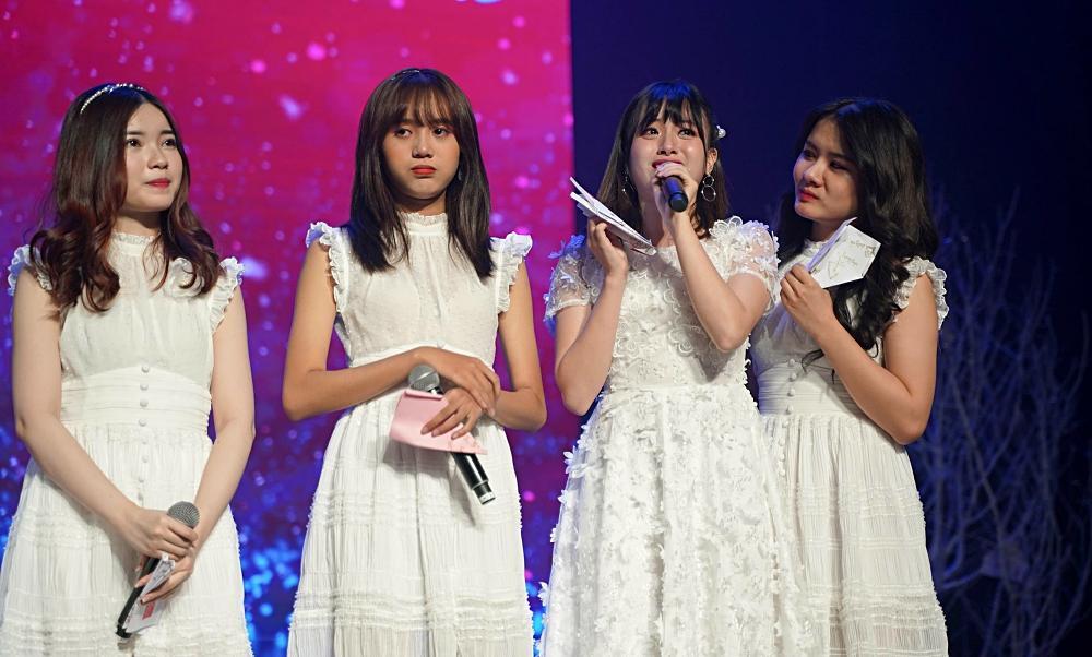 Fan nhóm nhạc SGO48 Việt Nam: Bao cả tầng lầu để được đập tay thần tượng, cuồng không kém fan Kpop-4