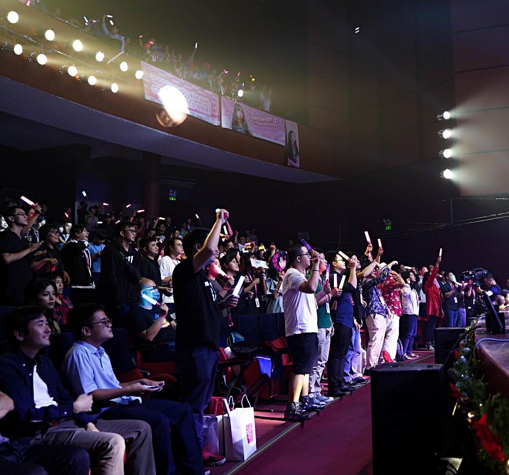Fan nhóm nhạc SGO48 Việt Nam: Bao cả tầng lầu để được đập tay thần tượng, cuồng không kém fan Kpop-5