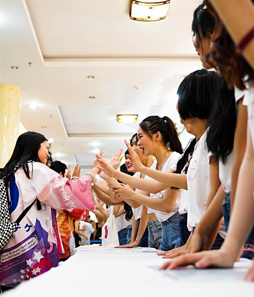 Fan nhóm nhạc SGO48 Việt Nam: Bao cả tầng lầu để được đập tay thần tượng, cuồng không kém fan Kpop-7