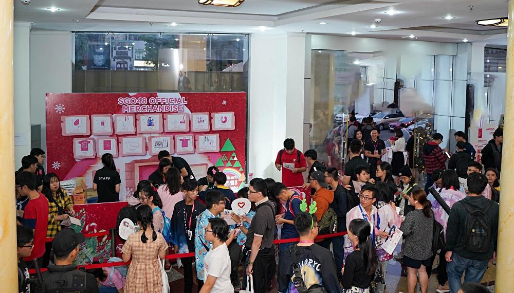 Fan nhóm nhạc SGO48 Việt Nam: Bao cả tầng lầu để được đập tay thần tượng, cuồng không kém fan Kpop-10