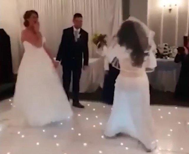 Xôn xao chú rể bị bạn gái cũ cưỡng hôn trong đám cưới nhưng đáng chú ý là phản ứng của cô dâu-1