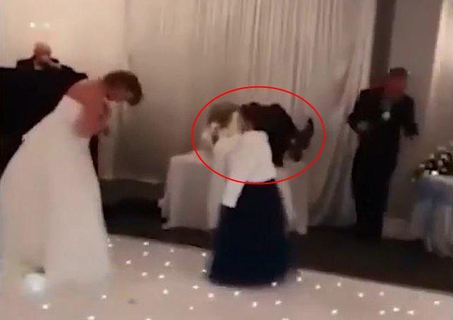 Xôn xao chú rể bị bạn gái cũ cưỡng hôn trong đám cưới nhưng đáng chú ý là phản ứng của cô dâu-2