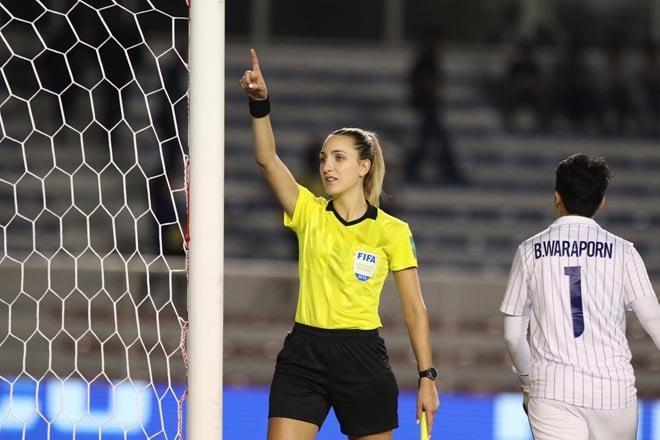 Nữ trọng tài được tìm kiếm sau chung kết bóng đá nữ SEA Games-7