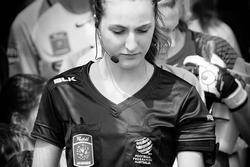 Nữ trọng tài được tìm kiếm sau chung kết bóng đá nữ SEA Games