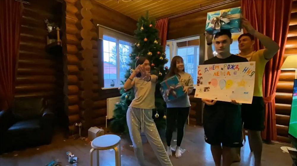 Không phải đoán nữa, hé lộ ảnh Văn Lâm đưa bạn gái về ra mắt, đại gia đình cùng trang trí đón Noel-6