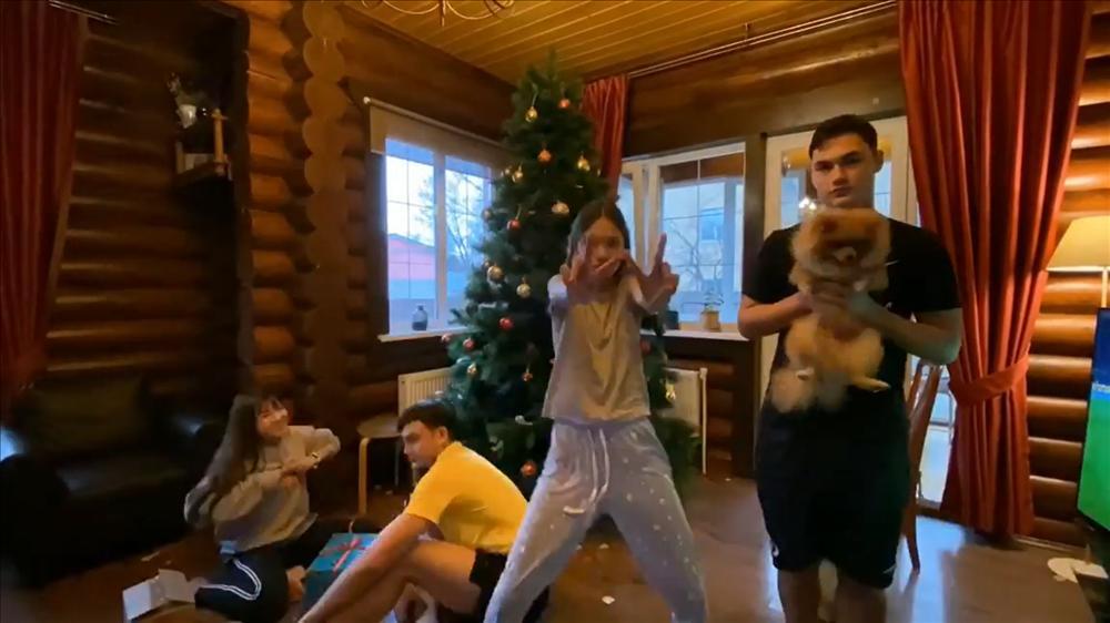 Không phải đoán nữa, hé lộ ảnh Văn Lâm đưa bạn gái về ra mắt, đại gia đình cùng trang trí đón Noel-7
