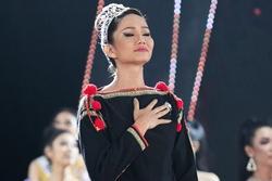 H'Hen Niê tâm sự xúc động ngay sau khi kết thúc nhiệm kỳ Hoa hậu Hoàn vũ Việt Nam