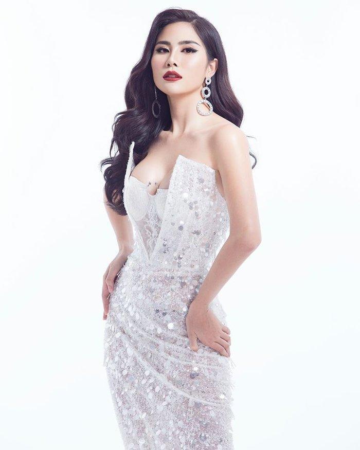 Vừa đăng quang, Hoa hậu Hoàn vũ Khánh Vân bất ngờ bị so sánh với Hoa hậu Việt Nam 2016 Đỗ Mỹ Linh-8