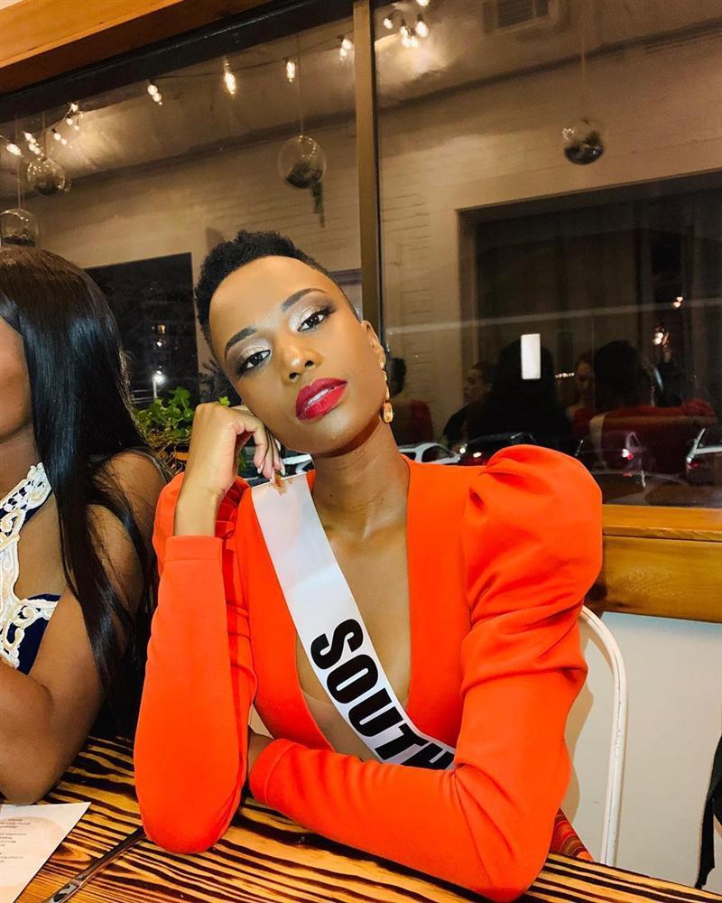 Nhan sắc độc và lạ của cô gái Nam Phi vừa đăng quang Hoa hậu Hoàn vũ 2019-16