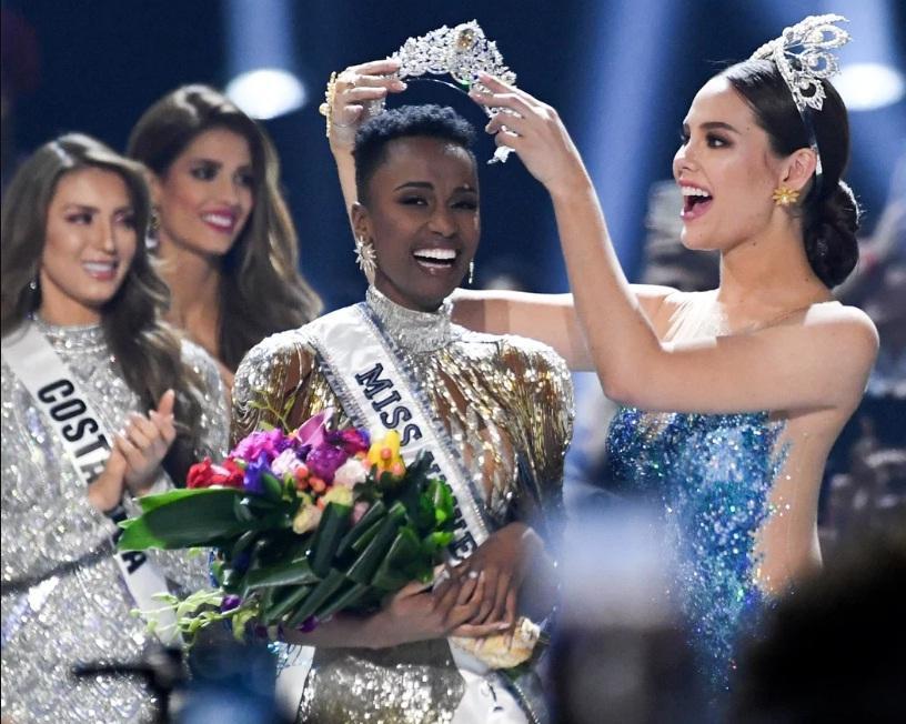 Nhan sắc độc và lạ của cô gái Nam Phi vừa đăng quang Hoa hậu Hoàn vũ 2019-1