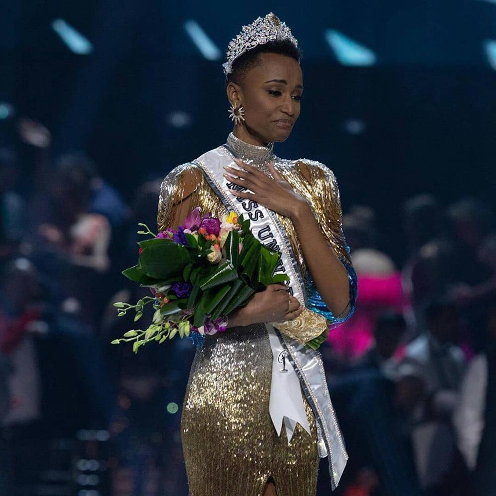 Nhan sắc độc và lạ của cô gái Nam Phi vừa đăng quang Hoa hậu Hoàn vũ 2019-2