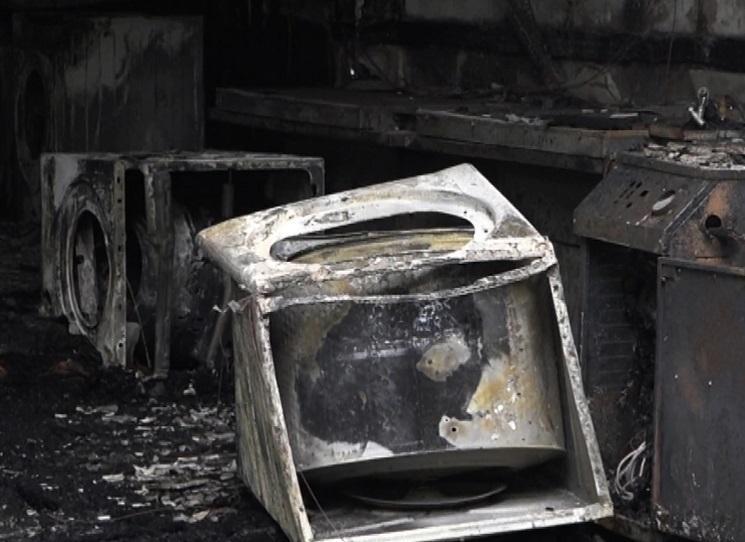 Thấy khói lửa bao trùm, người đàn ông Hàn Quốc nhảy từ tầng 2 xuống đất-1