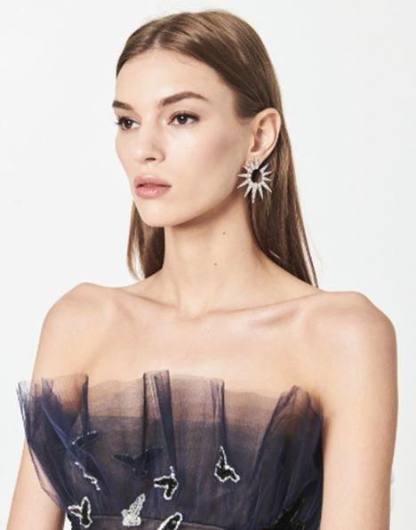 Hoa tai định mệnh của HH Khánh Vân và tân Miss Universe được bán với giá cực mềm, ai cũng có thể mua-7