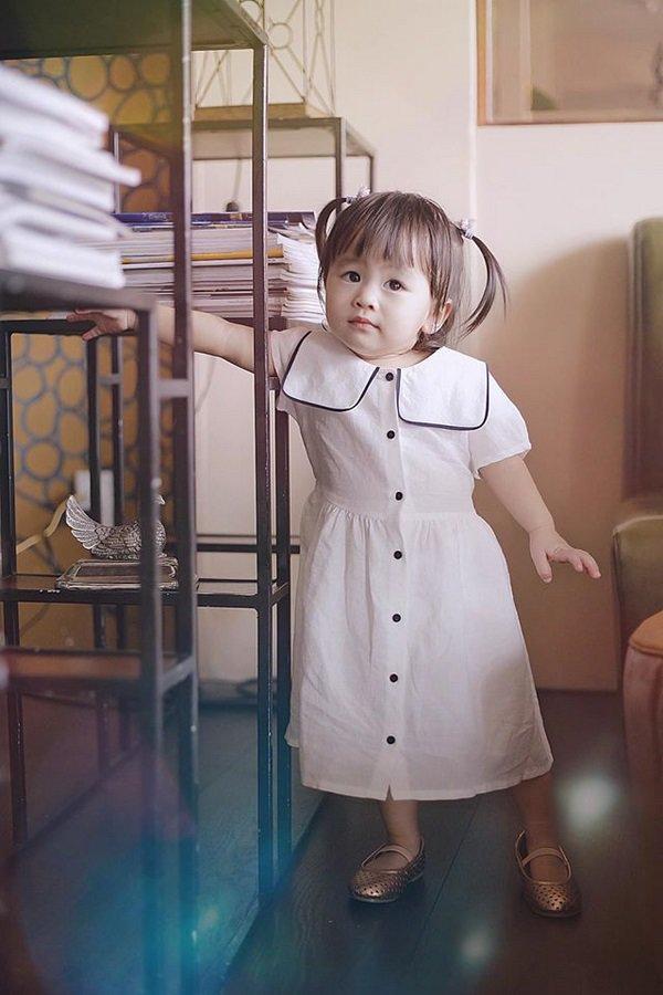 tu-vi-9 Mẹ suốt ngày diện váy điệu, con gái Tú Vi lúc nào cũng như công chúa