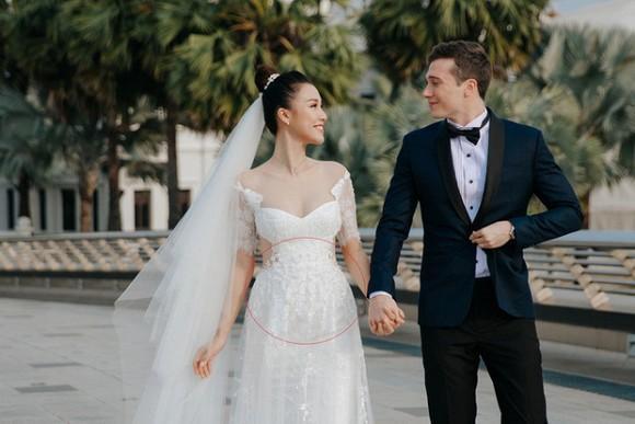 Giữa tin đồn mang thai, MC Hoàng Oanh đã lộ vòng 2 to đùng giữa đời thường-1