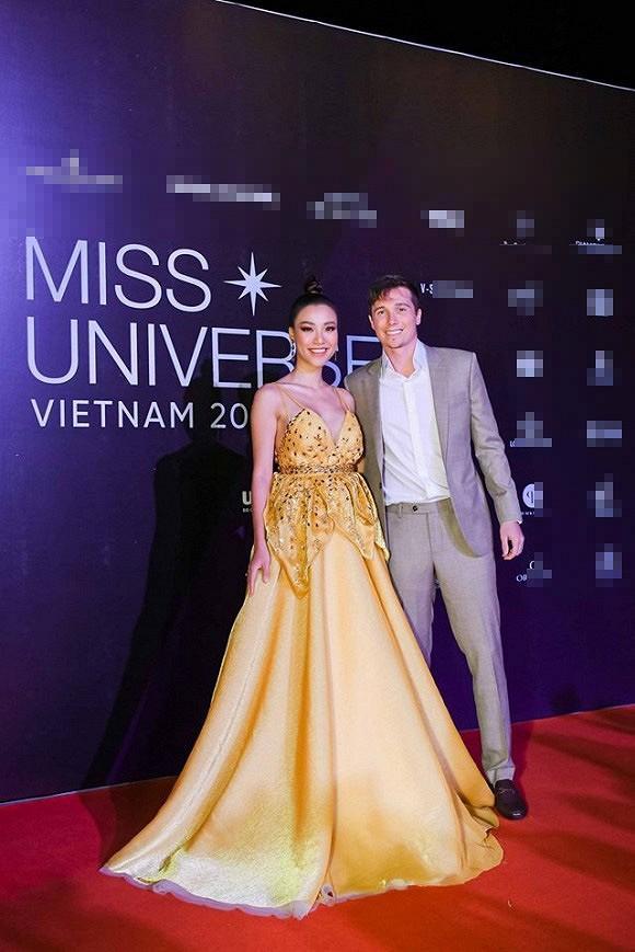 Giữa tin đồn mang thai, MC Hoàng Oanh đã lộ vòng 2 to đùng giữa đời thường-2