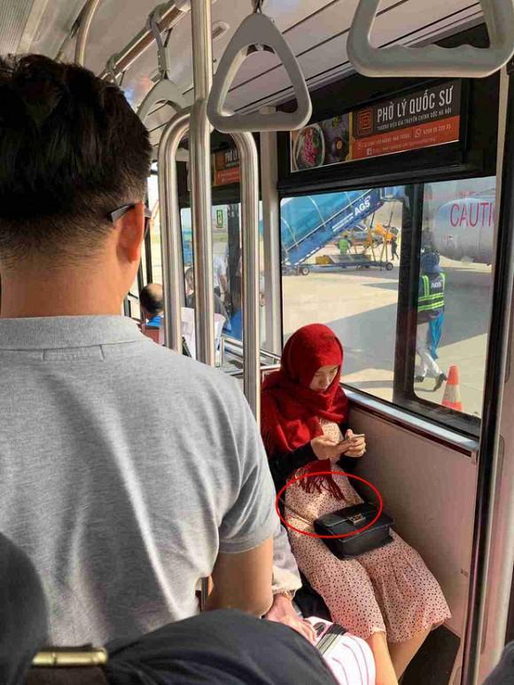 Giữa tin đồn mang thai, MC Hoàng Oanh đã lộ vòng 2 to đùng giữa đời thường-4