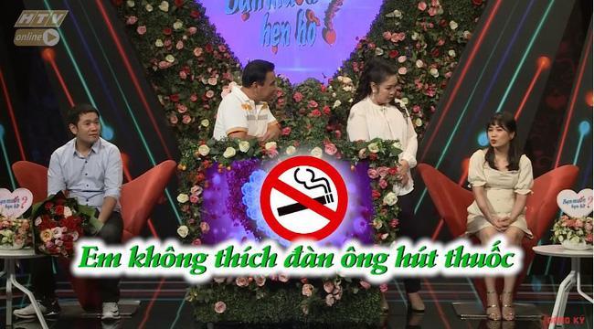 Chàng trai mang bún đậu mắm tôm đi tỏ tình bạn gái nhưng hành động của 2 MC Quyền Linh và Hồng Vân mới buồn cười-4