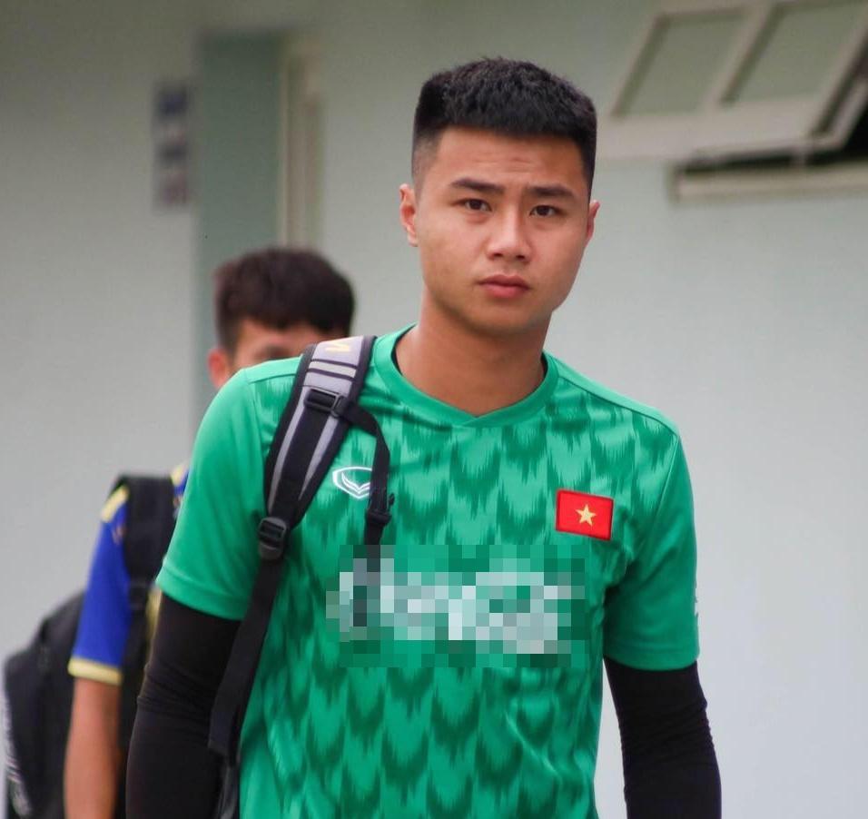 Trước trận đấu sinh tử với Indonesia, thủ môn Văn Toản tiết lộ điểm yêu nhất trên người bạn gái hơn tuổi-4