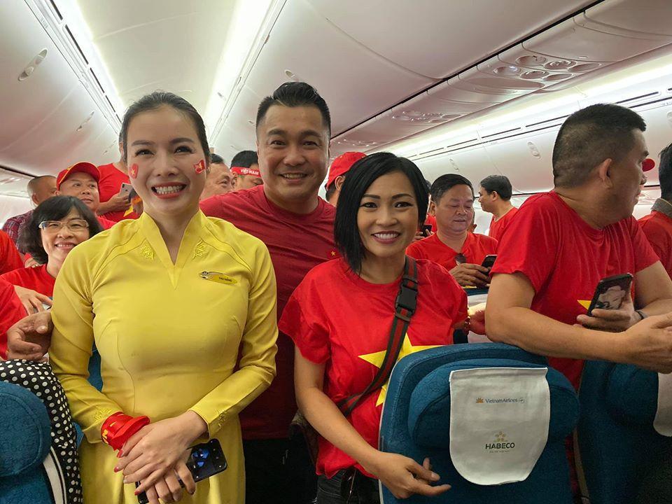 Phương Thanh - Lý Hùng sang Philippines cổ vũ U22 Việt Nam, con gái Lê Phương đội sẵn vòng nguyệt quế-3