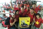 Phương Thanh - Lý Hùng sang Philippines cổ vũ U22 Việt Nam, con gái Lê Phương đội sẵn vòng nguyệt quế
