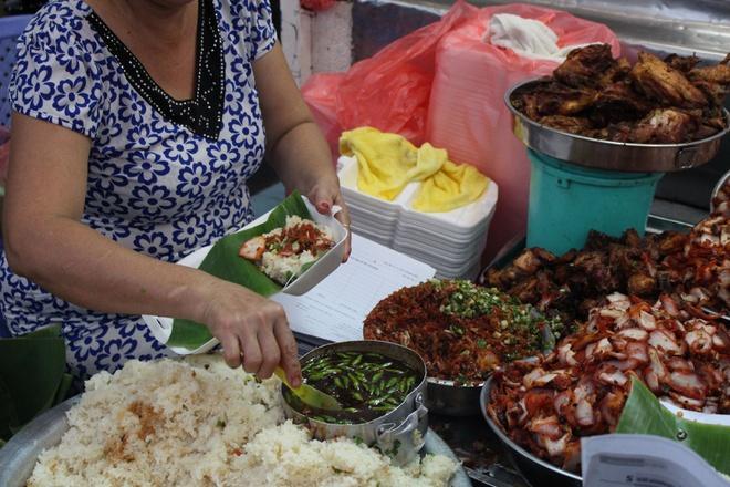 Thưởng thức món xôi đêm ngon nức tiếng khi Sài Gòn lạnh-1