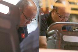 Lan truyền khoảnh khắc thầy Park cầu nguyện trước trận đấu sinh tử với Indonesia