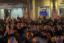 Video: Rừng người hò reo sau bàn thắng mở tỷ số của Văn Hậu