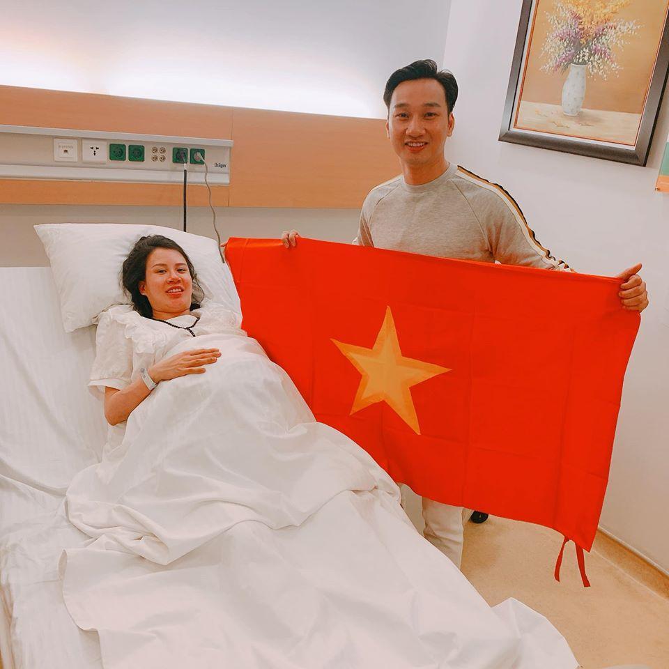 Thích thú ngắm quý tử sinh đôi mới chào đời của MC Thành Trung-4