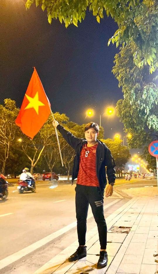 Sao Việt xuống đường ăn mừng bão vô địch: Huỳnh Lập nổi nhất phố với gương mặt dày cộp phấn son-10