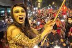 Sao Việt xuống đường ăn mừng bão vô địch: Huỳnh Lập nổi nhất phố với gương mặt dày cộp phấn son