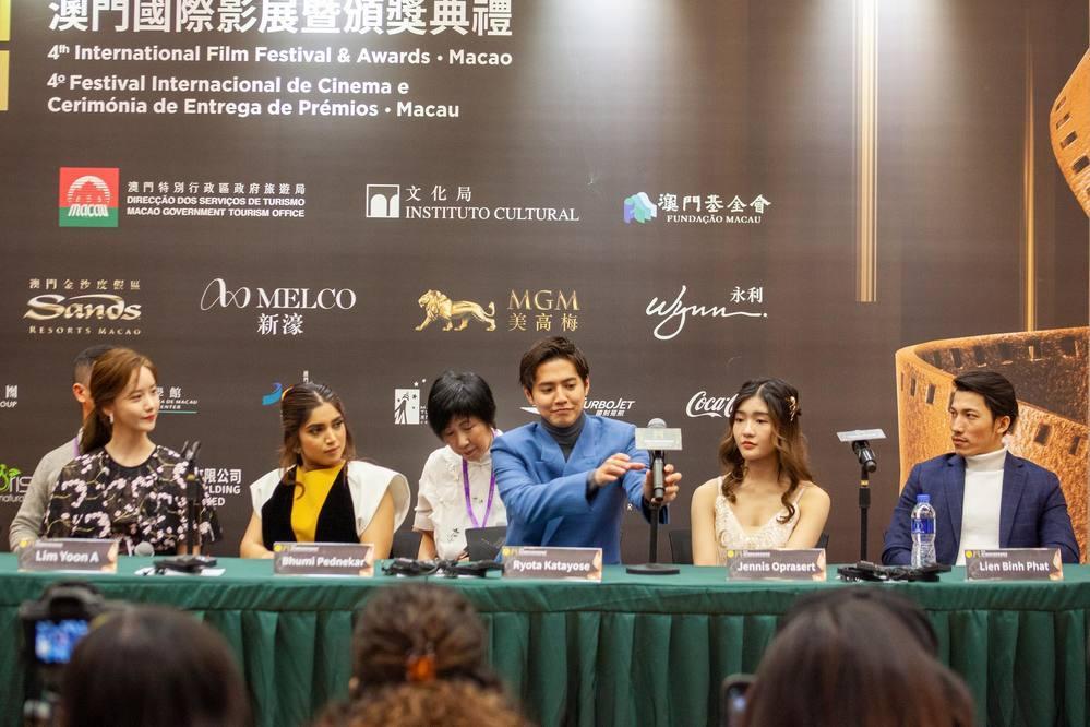 Liên Bỉnh Phát hội ngộ nữ thần Kpop Yoona tại LHP Quốc tế Macao-1