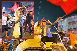 Clip: Trong đêm Hà Nội rực lửa, các cặp đôi tranh thủ xuống phố 'check in' nụ hôn, chụp ảnh cưới khi 'đi bão'